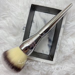 It cosmetics 211 powder brush
